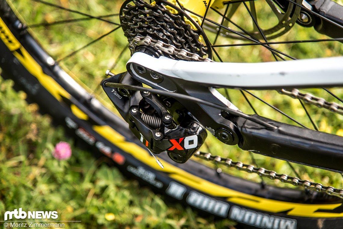 Das SRAM X01 DH-Schaltwerk sorgt für knackige Gangwechsel.