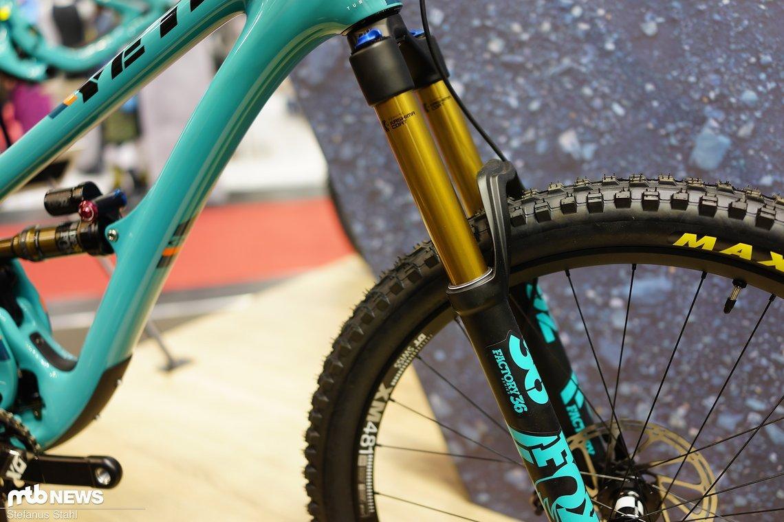 Eine Fox 36 mit 10 mm mehr Federweg verleiht dem Bike einen Ticken mehr Sicherheit