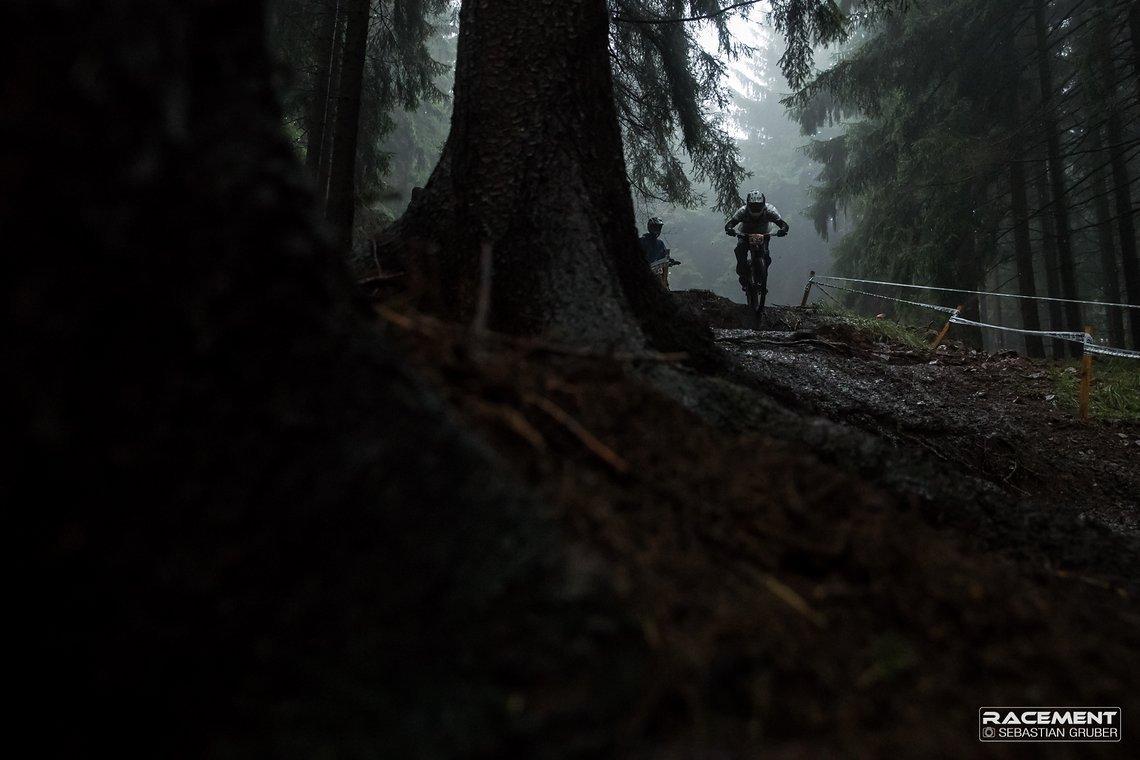 Im Wald war es teilweise so dunkel, das die Fahrer kaum etwas gesehen haben.