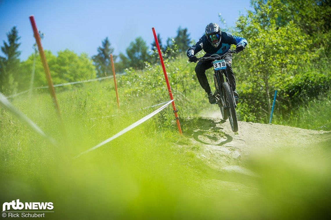 Mit zwei Siegen und einer weiteren Podiumsplatzierung führt Janosch Klaus derzeit die Gesamtwertung der U17 Männer an