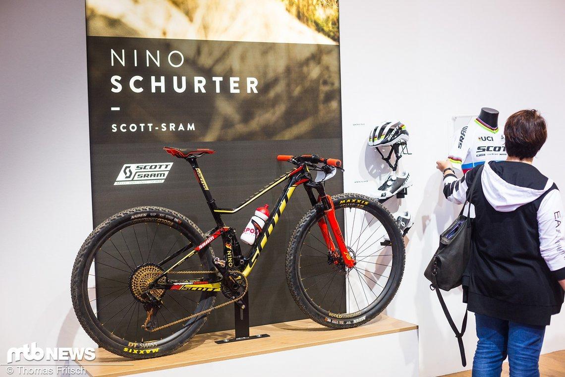 Schurter does it again! – Ob's am Rad liegt? Nachteil ist es sicher keiner.
