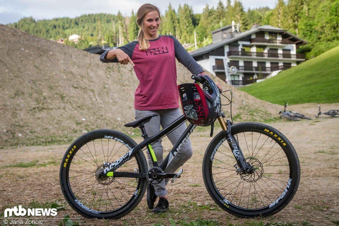 Laura Brethauer auf ihrem NS Bikes Liar
