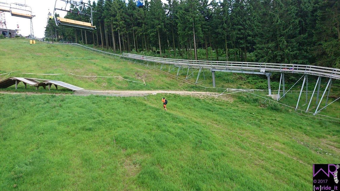 Auch die Paparazzi von bike-components waren an diesem Wochenende wieder fleißig unterwegs - hier am großen Holzdouble an Stage 5