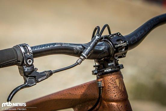 Ein mechanisches Gyro-System von Saltplus ermöglicht es, den Lenker für Tailwhips und Bar Spins immer weiter zu drehen.