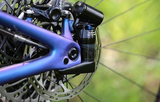 Hier sitzt das Brain 2.0 an neuer Position. Nicht nur die Position ist am erstmals in Zusammenarbeit mit RockShox entstandenen Bike neu.