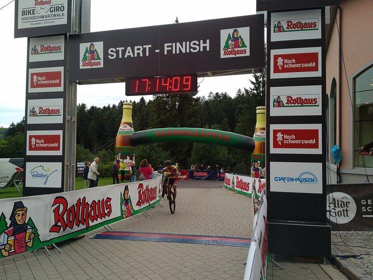 Lediglich 30:37 Minuten benötige der ehemalige U23-Weltmeister für die 15,5 Kilometer lange Strecke und durfte sich somit das erste Leaderjeresey des Rothaus Bike Giro 2017 überstreifen